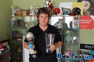 Bea nos muestra los últimos trofeos y medallas conseguidos en el Mundial de Recorridos de Caza.