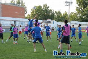 Numeroso entrenamiento en el que se alternaron los ejercicios físicos con juegos con balón.