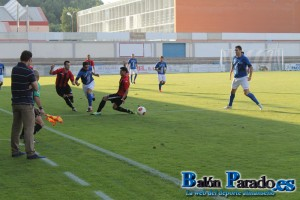 Garrote puso en jaque a la defensa azudense durante todo el partido.