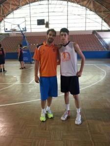 En la foto vemos a José Alberto García con José Manuel Calderón, jugador de Dallas Mávericks (NBA).