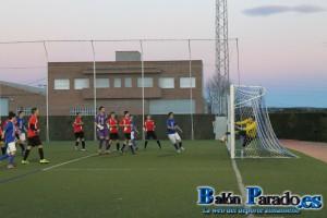 En esta jugada público y jugadores pidieron un gol que pudo haber significado el empate.