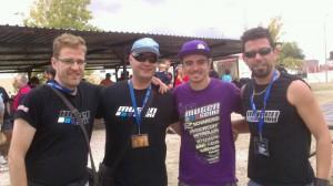 """Algunos integrantes del """"Team JRP"""" junto al Campeón del Mundo, el gerundense Robert Battle. (FOTO: Team JRP)"""