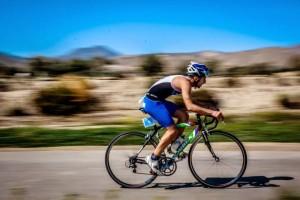 """MIguel sufrió en el segmento de ciclismo al ser """"no drafting"""". (FOTO: Miguel Delgado)"""
