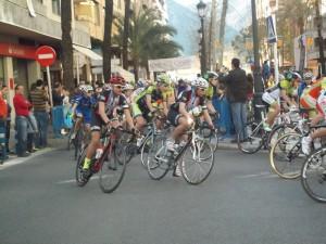 La carrera por las calles de Gandía. (FOTO: Mercedes Almendros)