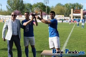 Los Capitanes recogieron el Trofeo en nombre de toda la plantilla en la Temporada 2012-2013