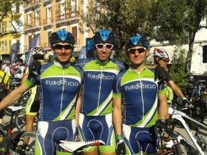 Santiago Madrona, Julio García y José Luis Pastor. Corredores del Eurociclos C.C.