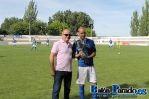 Pablo García recibió el Trofeo Balón Parado 2014 al mejor jugador de la U.D.Almansa