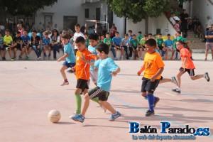 Unos 200 niños disfrutaron del Fútbol Sala en el patio del Colegio Episcopal.