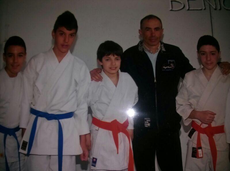 Dos karatekas almanse os en el podio de gand a for Gimnasio gandia