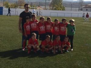 Miguel Ángel Guzmán con su equipo Benjamín de la Peña Deportiva Ayorense