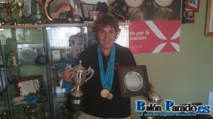 Bea nos muestra todos los trofeos que consiguió en Portugal