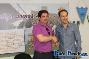 Ignacio Herrero con el nuevo entrenador, Sergio Inclán.
