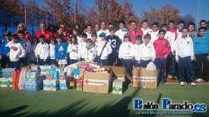 Los alumnos de la Escuela de Tenis aportaron una buena cantidad de alimentos.