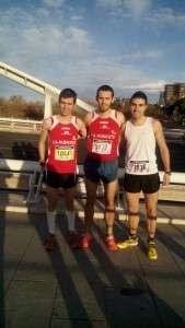 Carlos Villaescusa (en el centro) fue el mejor de los almanseños en Valencia.
