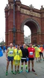 Los cuatro almanseños disfrutaron de la carrera en Barcelona.