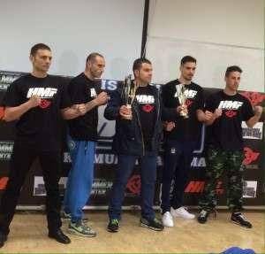 Los cuatro semifinalistas junto al promotor.