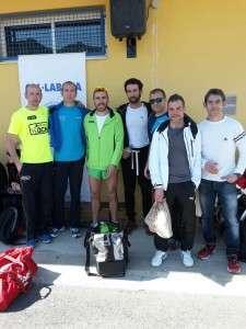 Gómez Carpena junto a varios de los almanseños que participaron en el Trail de Moixent