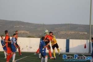 Al Almansa le faltó gol en el primer tiempo.