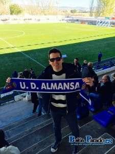 Rubén Perelló estuvo animando al Almansa
